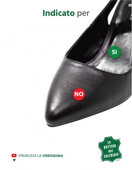 Spray antimacchia per scarpe che stingono