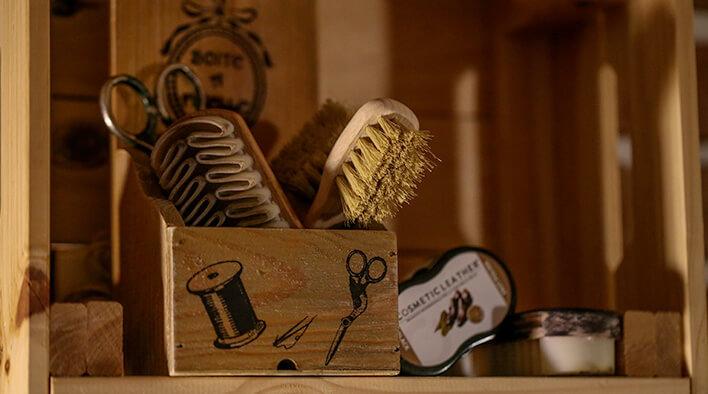 la bottega del calzolaio strumenti lavoro